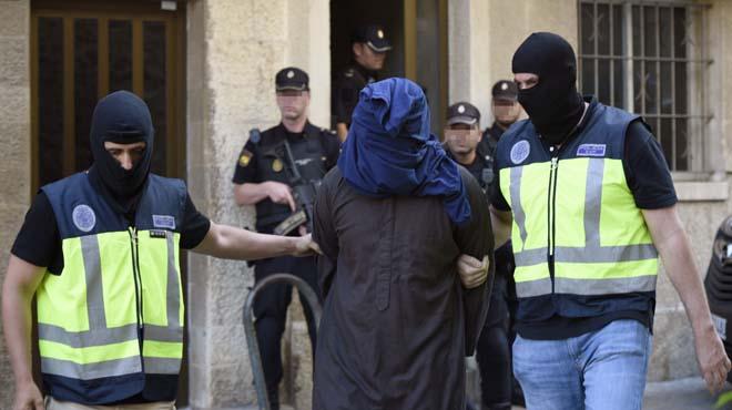 Seis personas integradas en una célula de la organización terrorista Dáesh han sido detenidas hoy.