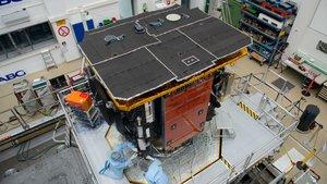 La 'Solar Orbiter', durante el test de vibración que se le practicó en Ottobrun, Alemania.