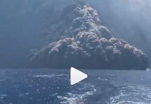 Un vídeo mostra l'erupció de l'Stromboli perseguint un iot