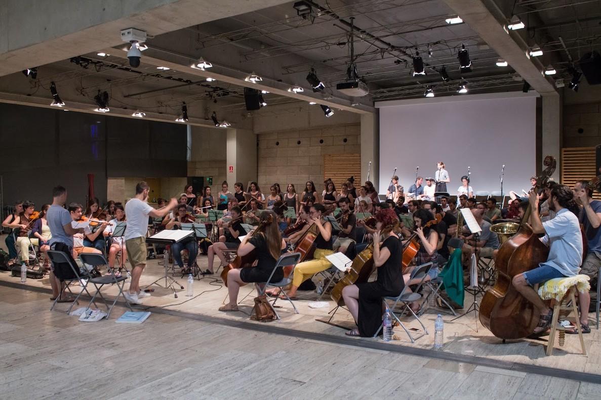 El equipo de Carousel durante uno de los últimos ensayos del musical.