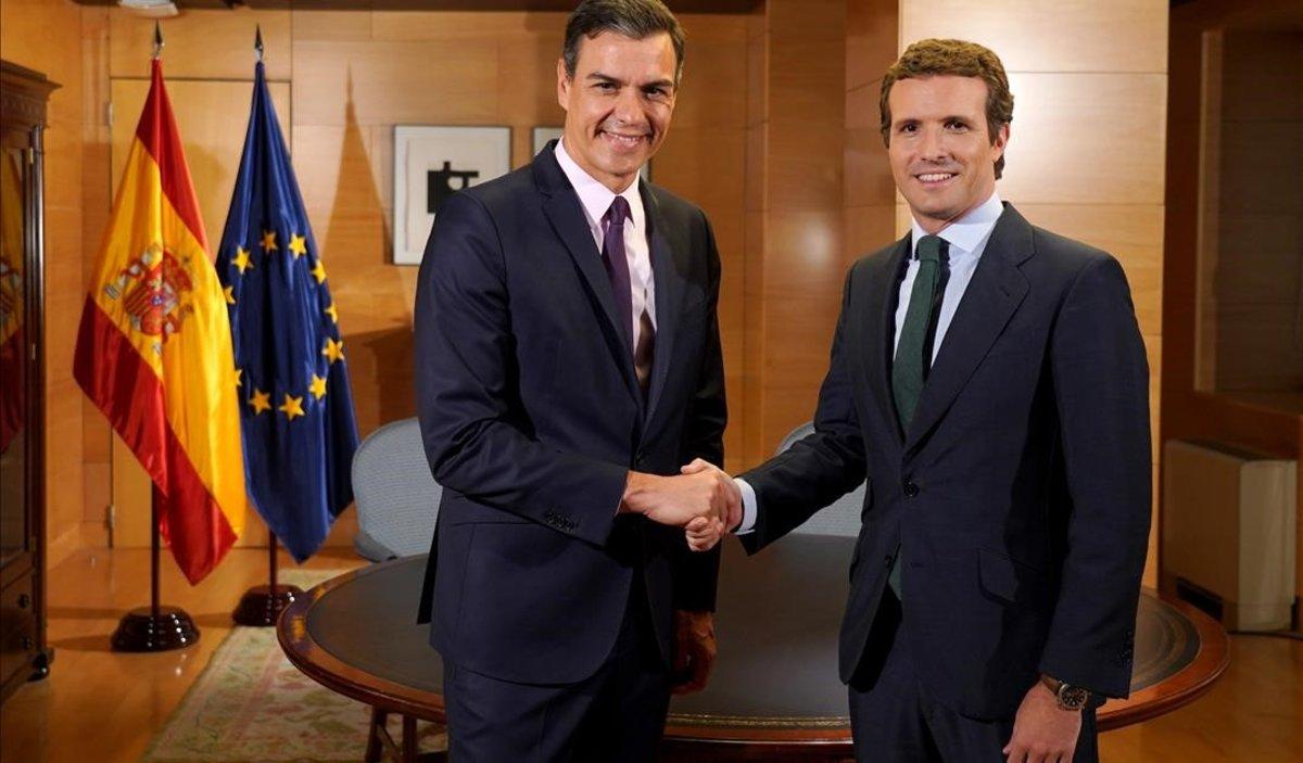 Pedro Sánchez y Pablo Casado, el pasado 11 de junio, en el Congreso, en una reunión para hablar de la formación de Gobierno.