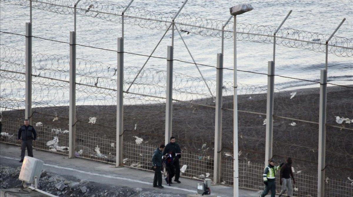 Vista de la valla de la frontera de Ceuta.