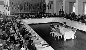 Sesión plenaria de la conferencia de Bretton Woods, el 4 de julio de 1944.
