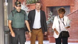 El director general de comunicación de la Generalitat, Jaume Clotet, a su llegada al cuartel de la Guardia Civil en Barcelona.