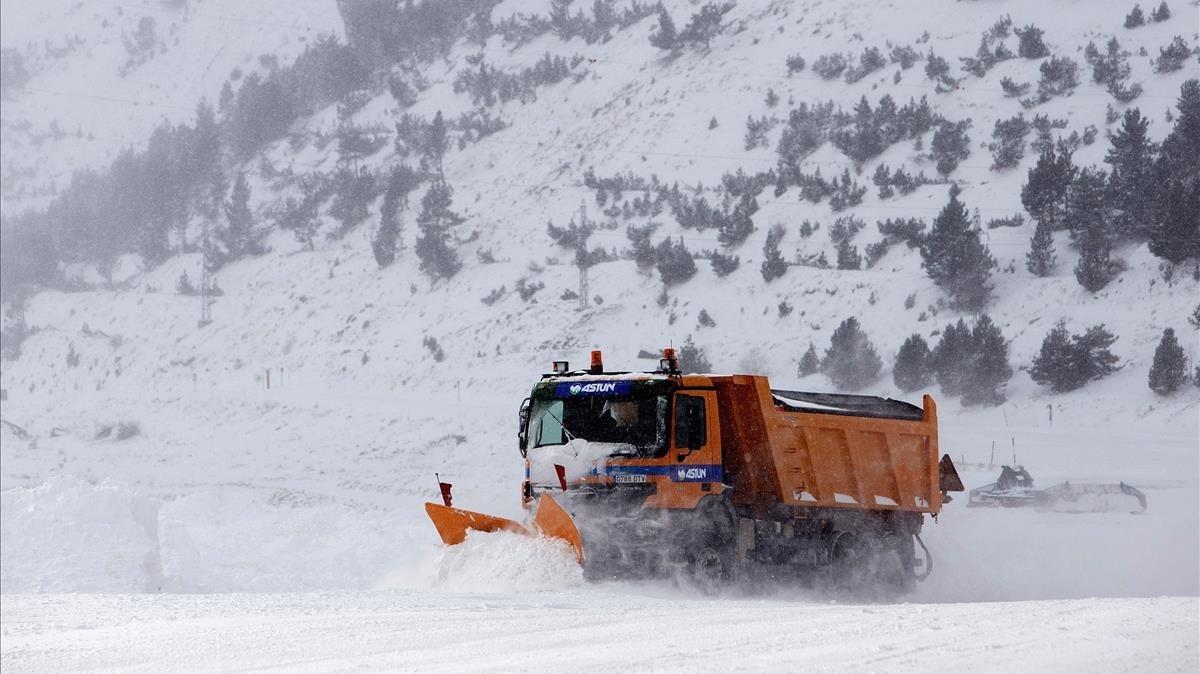 Alerta per fred, neu i vent en 28 províncies