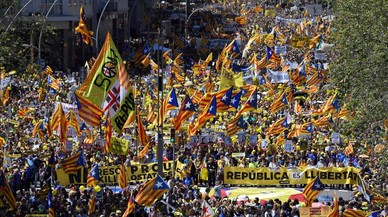 zentauroepp42943500 people wave catalan pro independence estelada flags as the180415174700