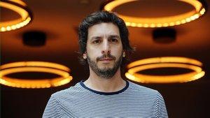 El escritor argentino Federico Axat, en Barcelona.