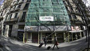 Obras en una fachada del Eixample.
