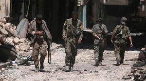 Les milícies kurdes cedeixen una ciutat a Al-Assad per frenar l'ofensiva turca