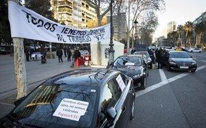 VTC ocupan la Diagonal de Barcelona.