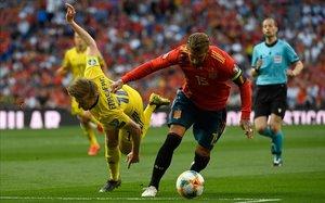 Sergio Ramos durante el choque contra Suecia.