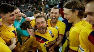Los jugadores del Barça de balonmano celebran el título de Copa conquistado el pasado 8 de marzo en Madrid.