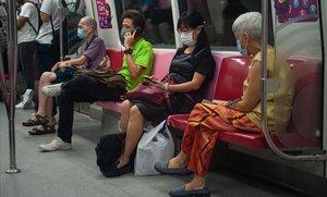 Singapur s'encalla en les seves vergonyes