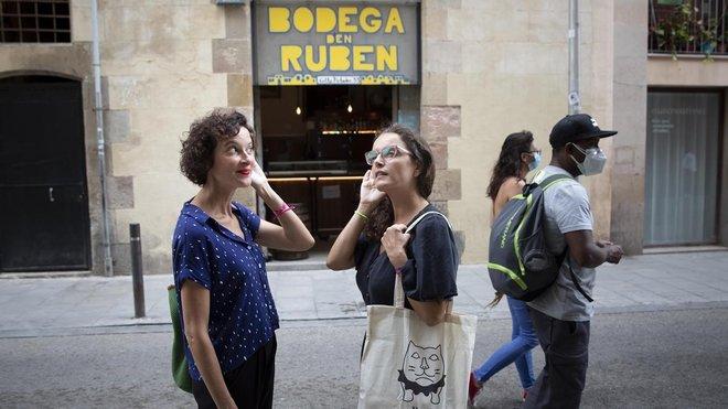 Gemma Terol y Anna Corominas, creadoras de Real Raval, con la oreja puesta.