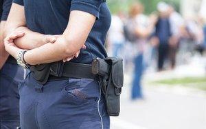 Una agente de policía.