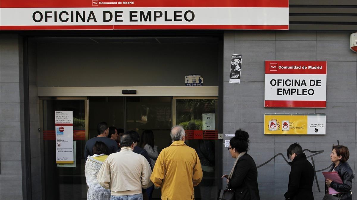 El paro aument en catalunya en m s de personas en - Oficina empleo barcelona ...