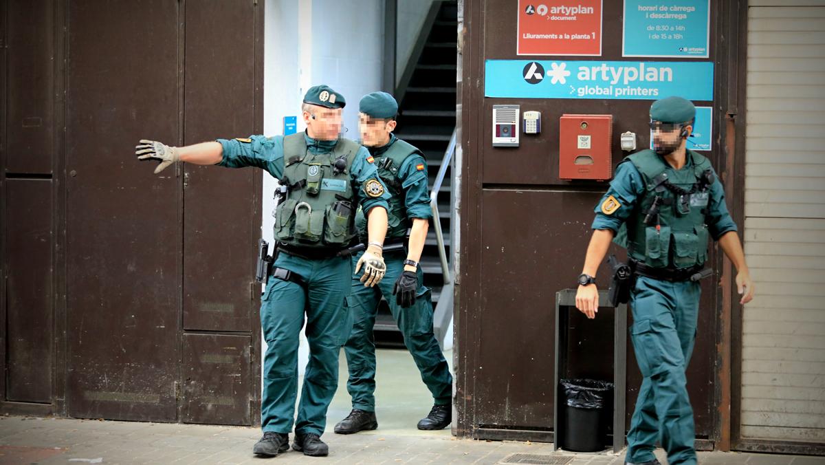 La Guardia Civil irrumpe en imprentas en busca de papeletas y carteles del 1-O.