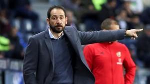 Pablo Machín da instrucciones durante un partido del Girona.