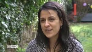Anna Gabriel durante la entrevista realizada por RTS, en Suiza.