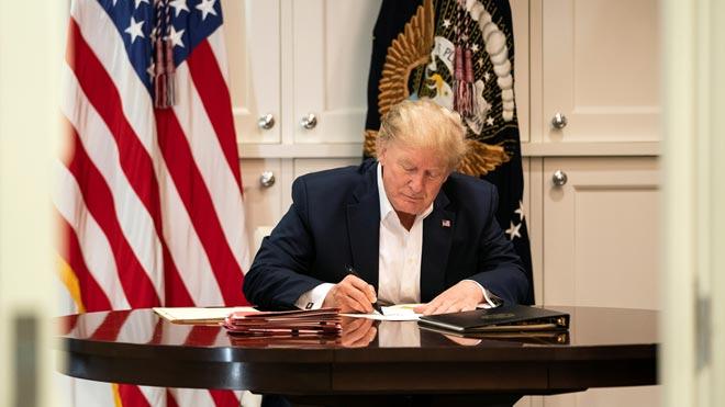 Trump dice que está bien pero persisten las dudas sobre su salud