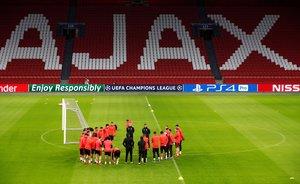 Los jugadores del Madrid durante el entrenamiento en el Johan Cruyff Arena.