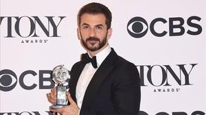 El actor Michael Aronov, galardonado con el premio al mejor actor secuandario en la obra Oslo.