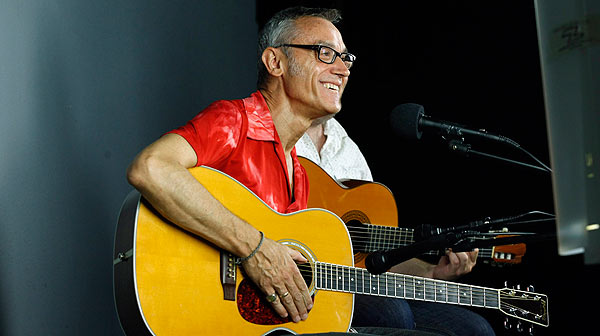Amadeu Casas interpreta en acústico la canción Whisky i fum.