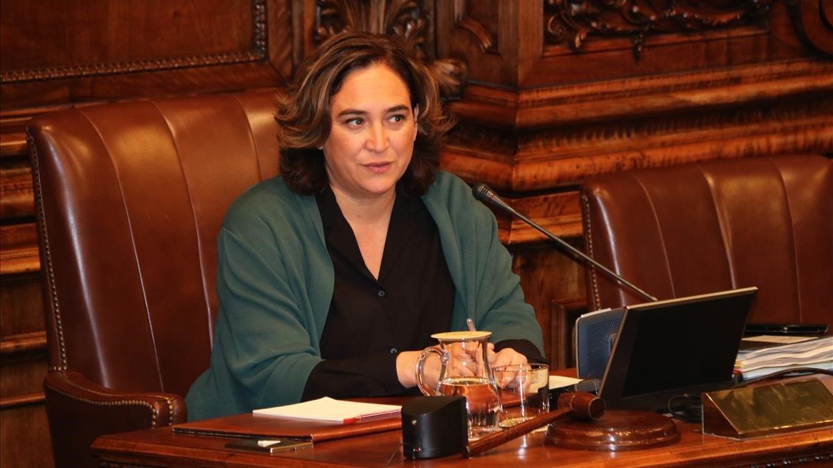Ada Colau, durante un pleno municipal.