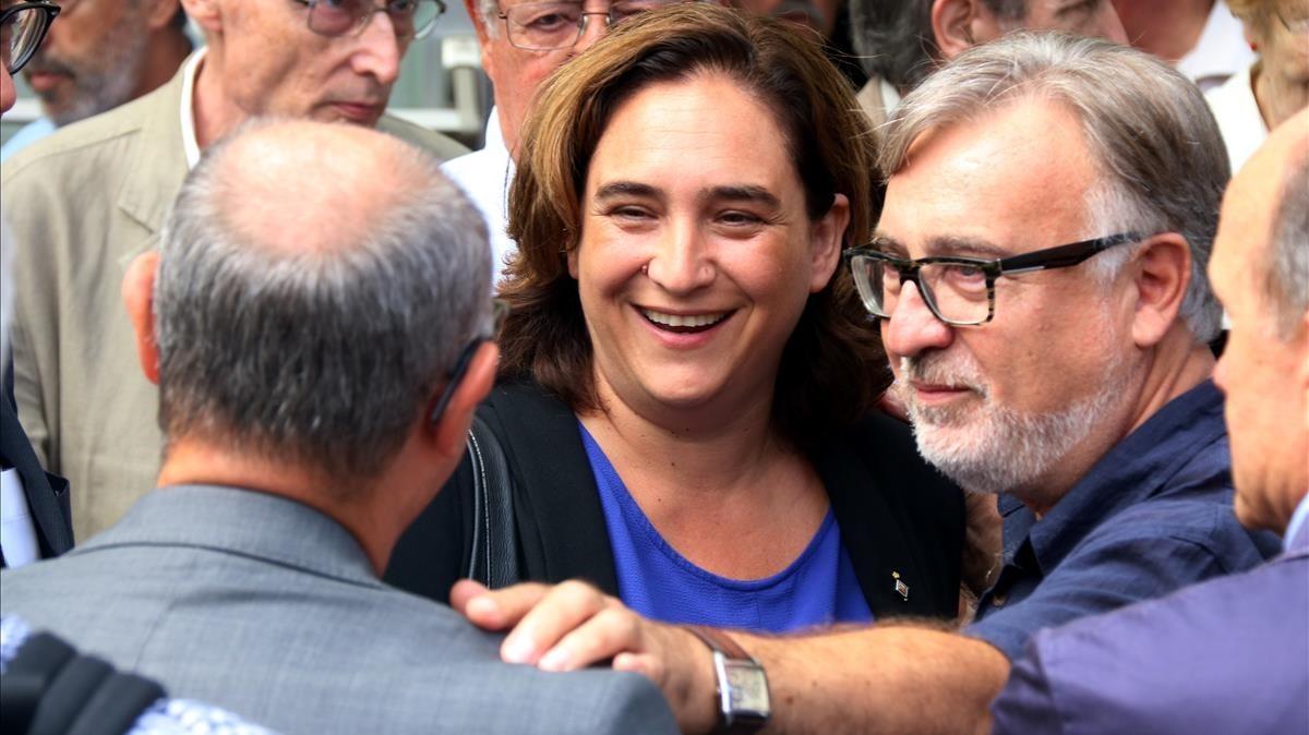 La alcaldesa de Barcelona, Ada Colau, en el tanatorio de les Corts, después del funeral de Josep Fontana.