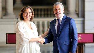 Ada Colau y Jaume Collboni, tras presentar el acuerdo de Gobierno del Ayuntamiento de Barcelona.