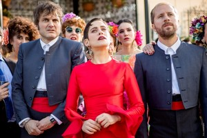 EXCLUSIVA | Antena 3 ofrece a Plano a Plano renovar 'Allí Abajo' y producir su quinta temporada
