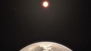 Recreación artística del planeta Ross 128 b con su estrella enana roja anfitriona al fondo.