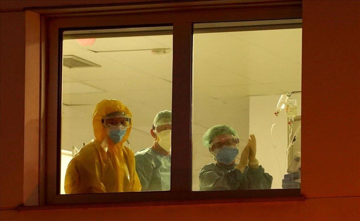 Aplausos en el Hospital Infanta Elena en Valdemoro.