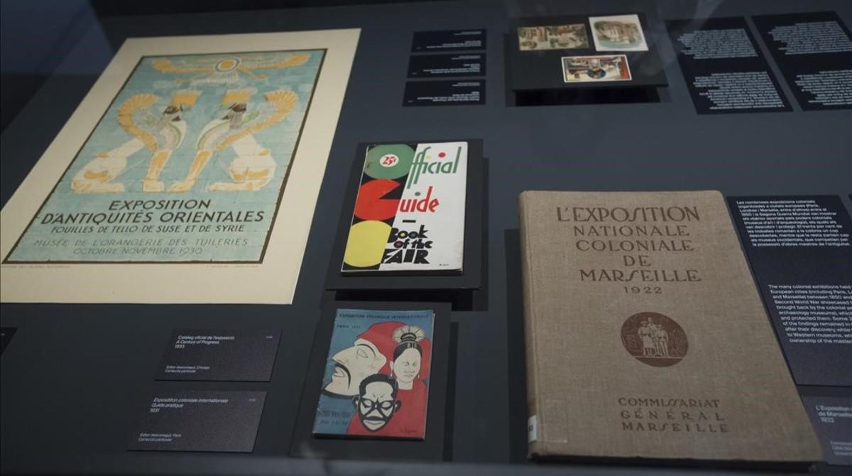 Revistas y publicaciones del periodo de entreguerras con imágenes de arte sumerio que inspiraron a artistas modernos, en la Fundació Miró.