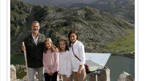 Felicitacion de Navidad de los Reyes y sus hijas, Leonor, princesa de Asturias y la infanta Sofía.