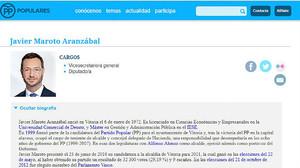 La biografía de Javier Maroto en la web del PP en la que figura que realizó un máster.