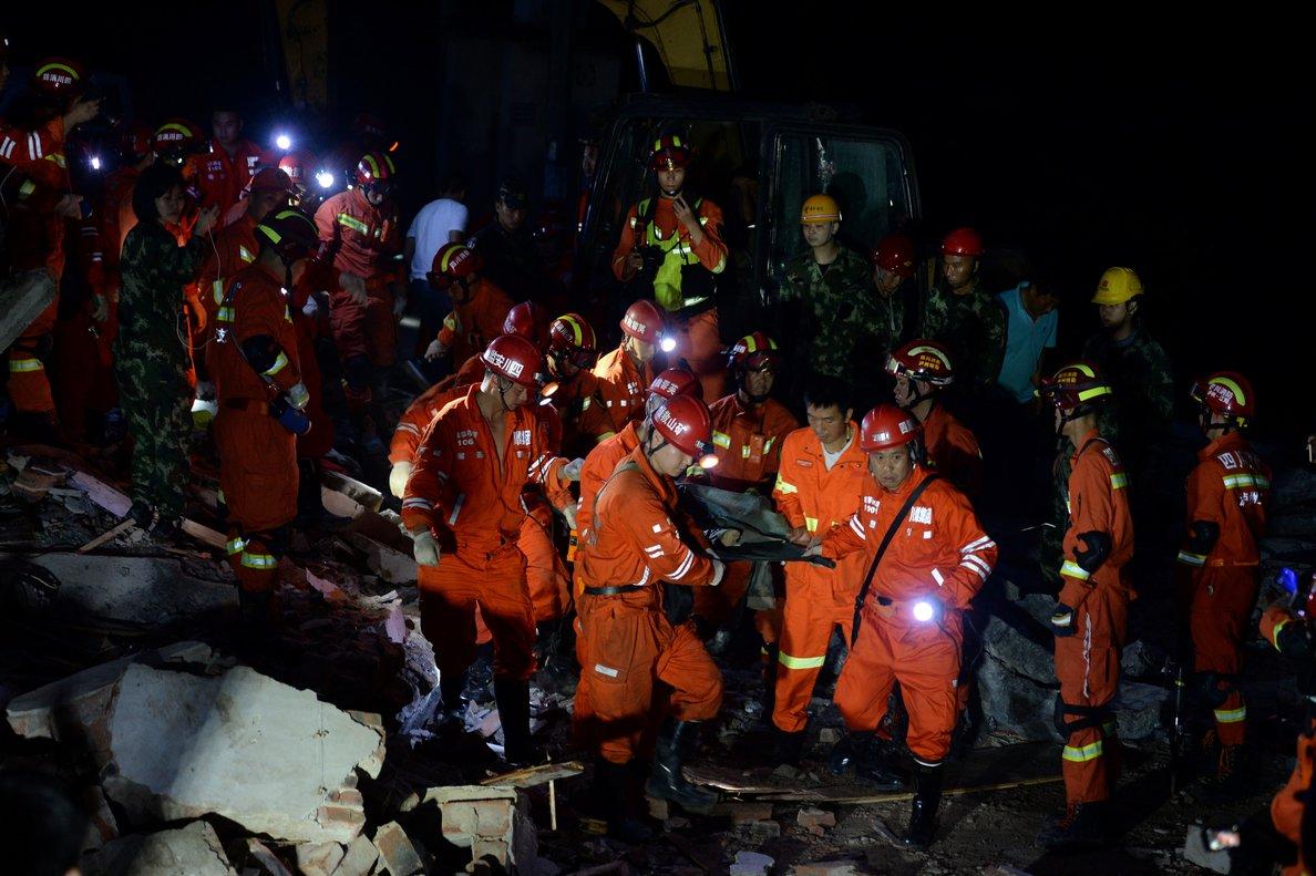 Las labores de rescate luego de dos fuertes sismos en China.