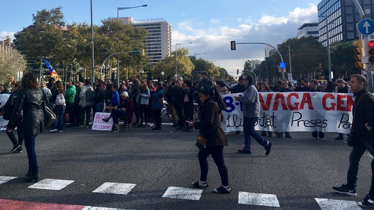 Corte de la avenida Diagonal a causa de la huelga.