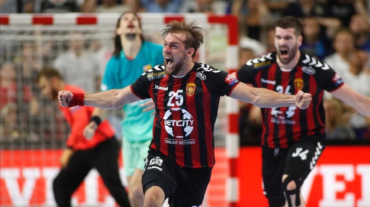 El croata Luka Cindric celebra el gol decisivo mientras Viran Morros, al fondo, se lamenta.