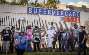 Un supermercado en Cuba que solo acepta divisas extranjeras.