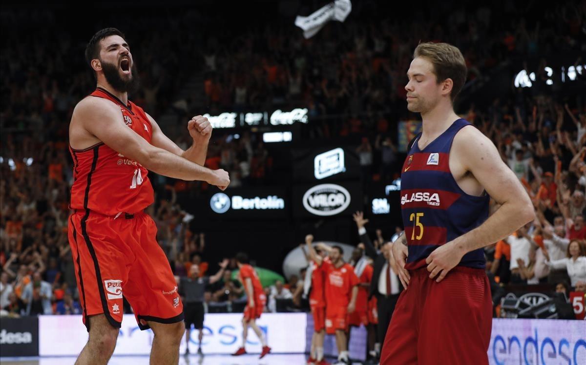 Dubljevic celebra el triunfo en las semifinales de la pasada Liga ante el Barça, en presencia de Koponen