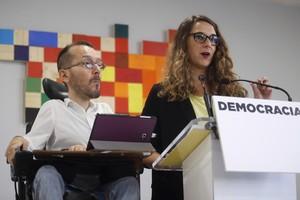 El secretario de Organizacion de Podemos, Pablo Echenique, y la portavoz adjunta, Noelia Vera.