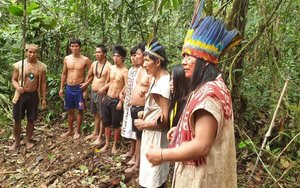 Miembros de la comunidadindígena Sápara de Ecuador.