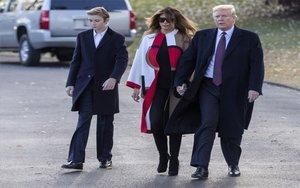 Melania Trump revela que el seu fill Barron va donar positiu de Covid-19