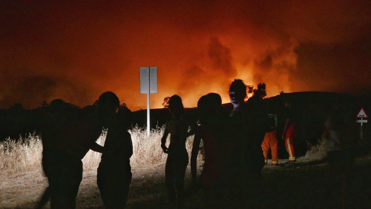 El fuego azota Huelva.