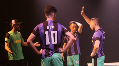 El musical 'El futbol és així (de gai)' inunda de risas el Teatre Gaudí