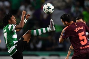 Gelson Martins en un partido de Champions League ante el Barcelona