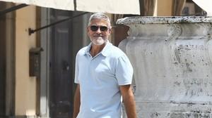 George Clooney, en el set de rodaje de la serie de televisión 'Trampa-22', en Sutri, en la provincia italiana de Viterbo.