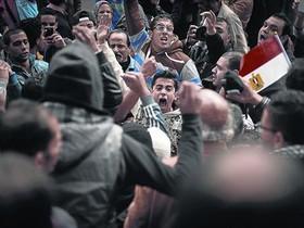 Un grupo de jóvenes se manifiestan contra el presidenteAl Sisi,en El Cairo.