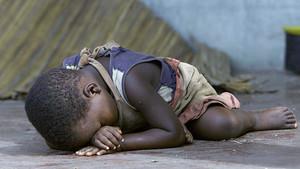 Un niño malnutrido, en un campo de refugiados de Mozambique, en una imagen de archivo.